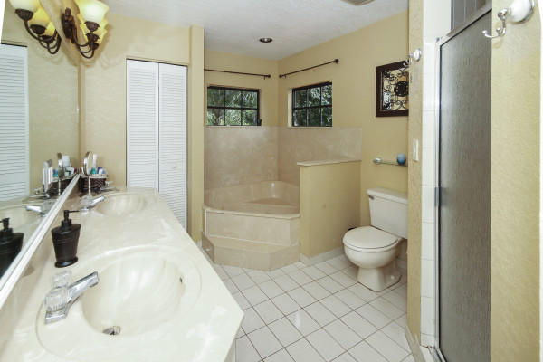 1010 NW 93rd Ave. Plantation Master Bathroom