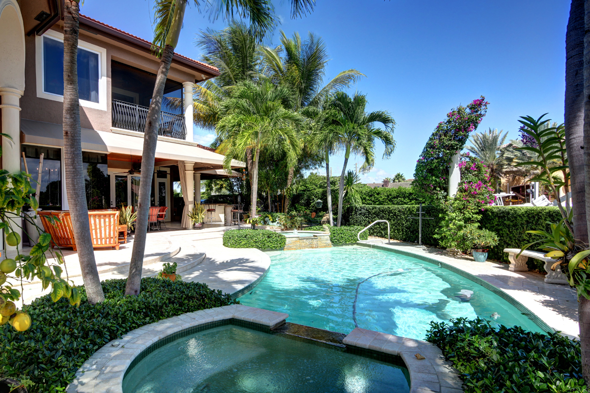exterior-pool-lighthouse-fl