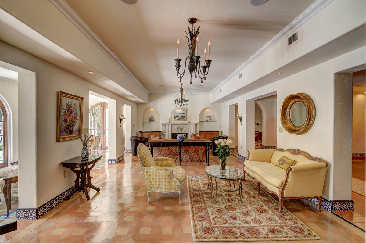 LIVING ROOMS - Real Estate Photography/Videography   HDR